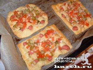 Пиццы-плетенки с сосисками