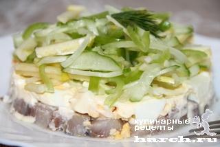 Порционный салат с сельдью