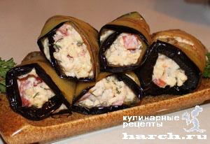 Рулетики из баклажанов с помидорами и колбасным сыром