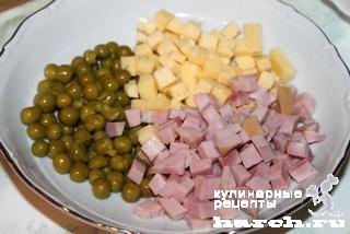 Рулетики из куриных бедрышек с сыром и ветчиной