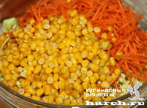 Салат из белокочанной капусты с крабовыми палочками и кукурузой