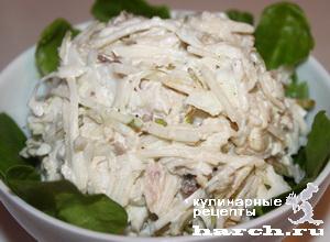 Салат из белокочанной капусты с курицей и грушей