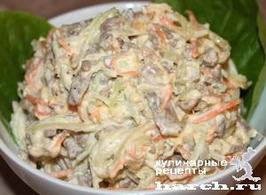Мясной салат с яичными блинчиками