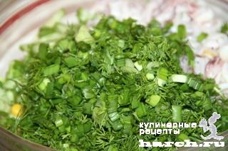 Салат из кальмаров с огурцом и кукурузой