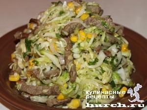 """Салат из капусты со свининой и сладкой кукурузой """"Пастушок"""""""