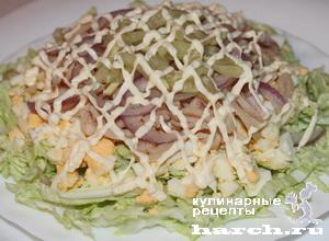 """Салат из китайской капусты с консервированными кальмарами """"Лирика"""""""
