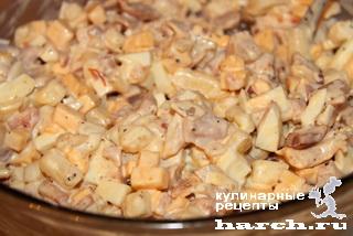 Салат с копченой курицей и грушей рецепт