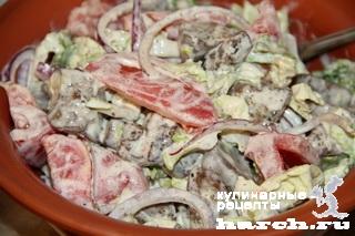 """Салат из куриной печени с пекинской капустой и помидорами """"Карусель"""""""