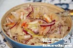 Салат из квашеной капусты с грецкими орехами