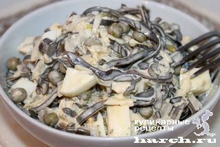 Салат из морской капусты с зеленым горошком по-астрахански