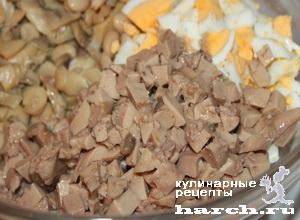 Салат из печени трески с фасолью и грибами