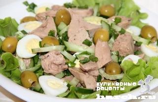 Салат из печени трески с оливками и