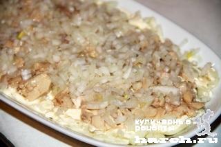 Салат из печени трески с сухариками