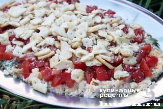 Салат из помидоров с крекерами