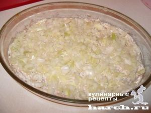 Салат из рыбных консервов с крабовыми палочками и морской капустой