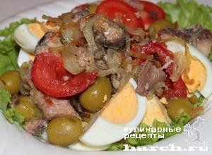 """Салат с сардинами и жареным луком """"Совок"""""""