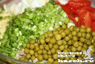 Салат со свининой, помидорами и сыром