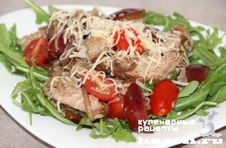 Салат из свинины со сливами