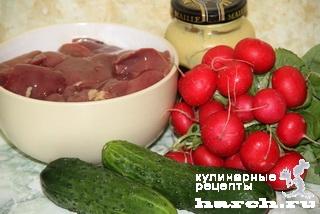 Салат-коктейль из куриной печени с овощами