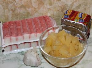 Салат-намазка из крабовых палочек с ананасом