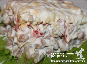 Слоеный салат с языком и фасолью