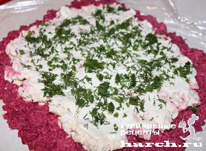 Салат рулет из свеклы с сыром, орехами и чесноком