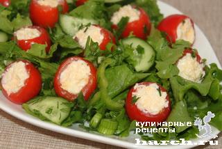 """Салат с фаршированными помидорами """"Овощной букет"""""""