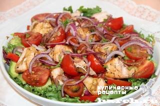 Салат с жареной семгой и авокадо