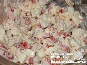 Салат с крабовым мясом и курицей