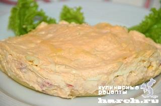 Салат с крабовыми палочками, креветками и икрой мойвы