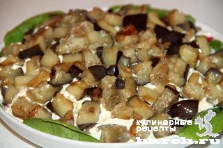 Салат с курицей, баклажанами и редисом
