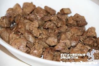 Салат с куриной печенью и черносливом