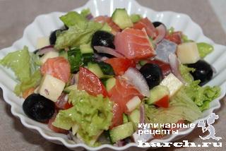 Греческий салат из семги