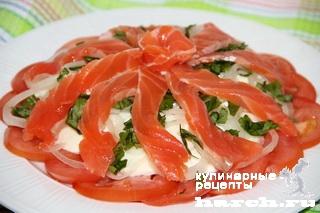 Салат с семгой и соусом из авокадо Браво
