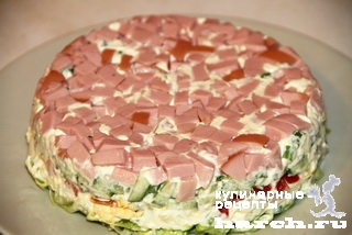 Салат с вареной колбасой, редисом и огурцом