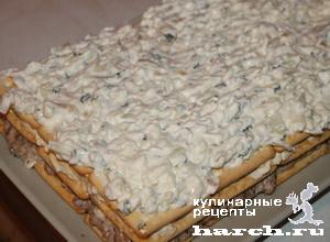 """Салат-торт из рыбных консервов с крекерами """"Чемпион"""""""