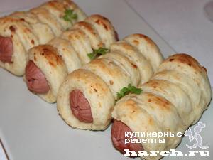 Сардельки в тесте из колбасного сыра