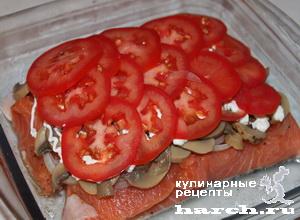 Семга, запеченная с помидорами и грибами по-купечески