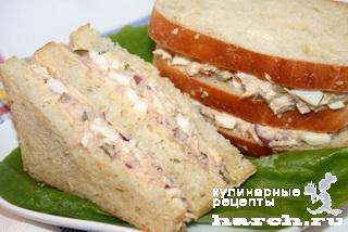 Сендвич с салатом из тунца