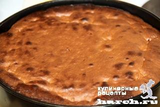 Шоколадно-миндальный торт с вишней