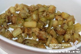 Слоеный салат из говядины с баклажанами
