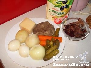 """Слоеный салат с говядиной и солеными грибами """"Мельник"""""""