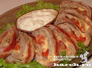 Сочный свиной рулет с помидорами и сыром