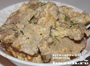 Свинина, тушеная в кефирном соусе по-тирольски