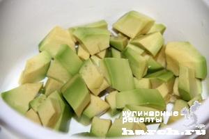 Тарталетки с кремом из авокадо и красной икрой