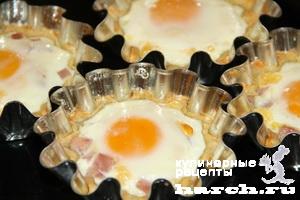 Тарталетки с сыром, ветчиной и яйцом