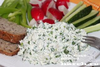 Творожный салат с фетой и зеленью
