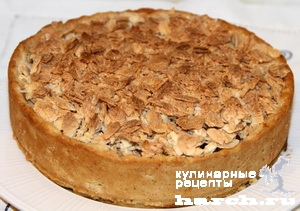 Версальский яблочный пирог с миндальными лепестками