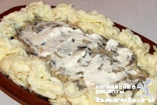 Язык, запеченный с грибами и картофельным пюре по-боярски