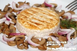 Закуска из жареного сыра с грибами и луком по-чешски